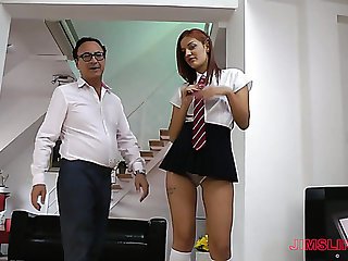Older nerdy short man invites slut Aylin who wanna be fucked doggy