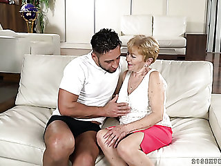 Flabby bodied wrinkled mature whore Malya gets her mature cunt fucked mish