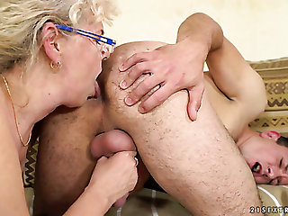 Dirty-minded mature housewife Viola Jones gives man a rimjob and wanks his unearth