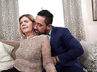 Wrinkled ugly mature old bag Samantha gets her mature cunt fucked missionary