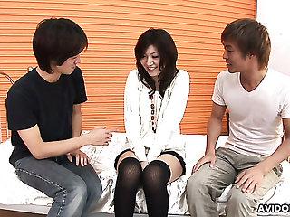 Certainly horny Japanese lady Saaya Hazuki gets pussy improbable with vaginal reflector