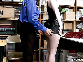 Caught red-hot handed blondie Darcie Belle gets punished mish at the end of one's tether lewd cop
